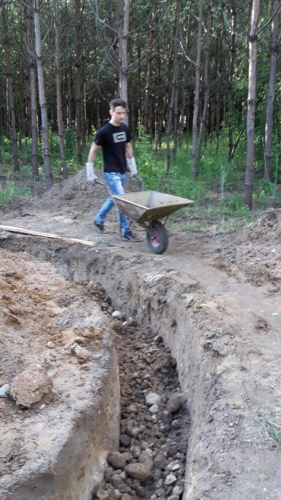 Fundament Kopuły wypełniamy kamieniami polnymi.