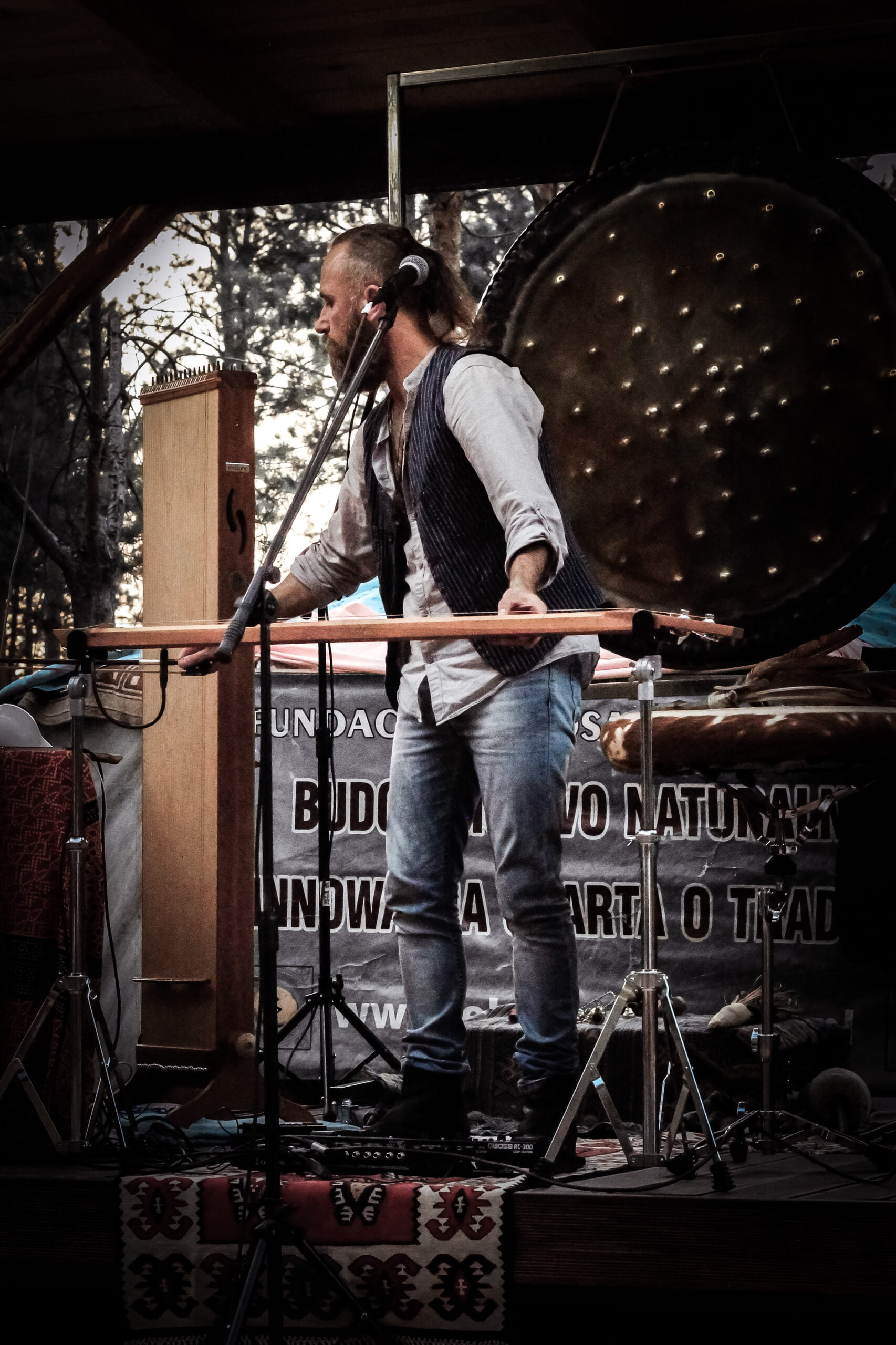 Tomasz Niewiadomy na koncercie w Eko-Brzozówce